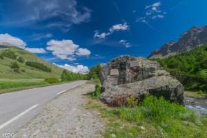 le-rocher-annibal-au-bord-de-la-route-du-col-agnel